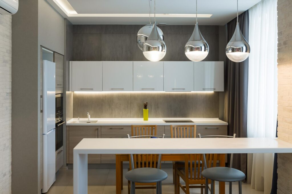 kitchen with ceiling lamp